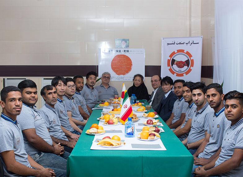 همکاران ساتراپ صنعت قشم در روز افتتاحیه